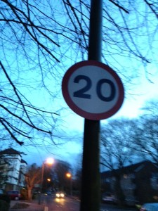 20mph on lampost sign